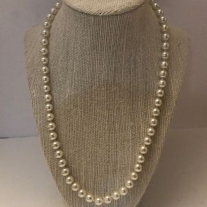 Vintage faux lustrous silvery white pearl necklace